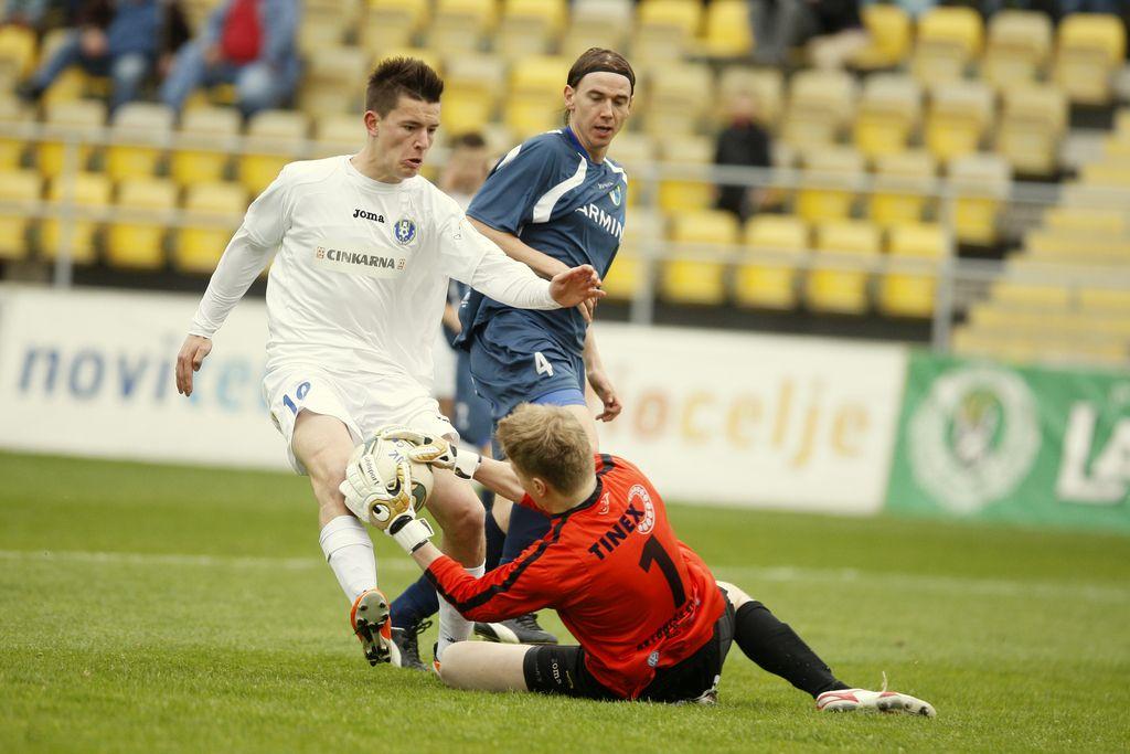 Gregor je bil pred leti le streljaj od uvrstitve v evropsko tekmovanje. V ozadju Dejan Kern, prav tako bivši igralec NK Kranj in reprezentant Slovenije Benjamin Verbič.
