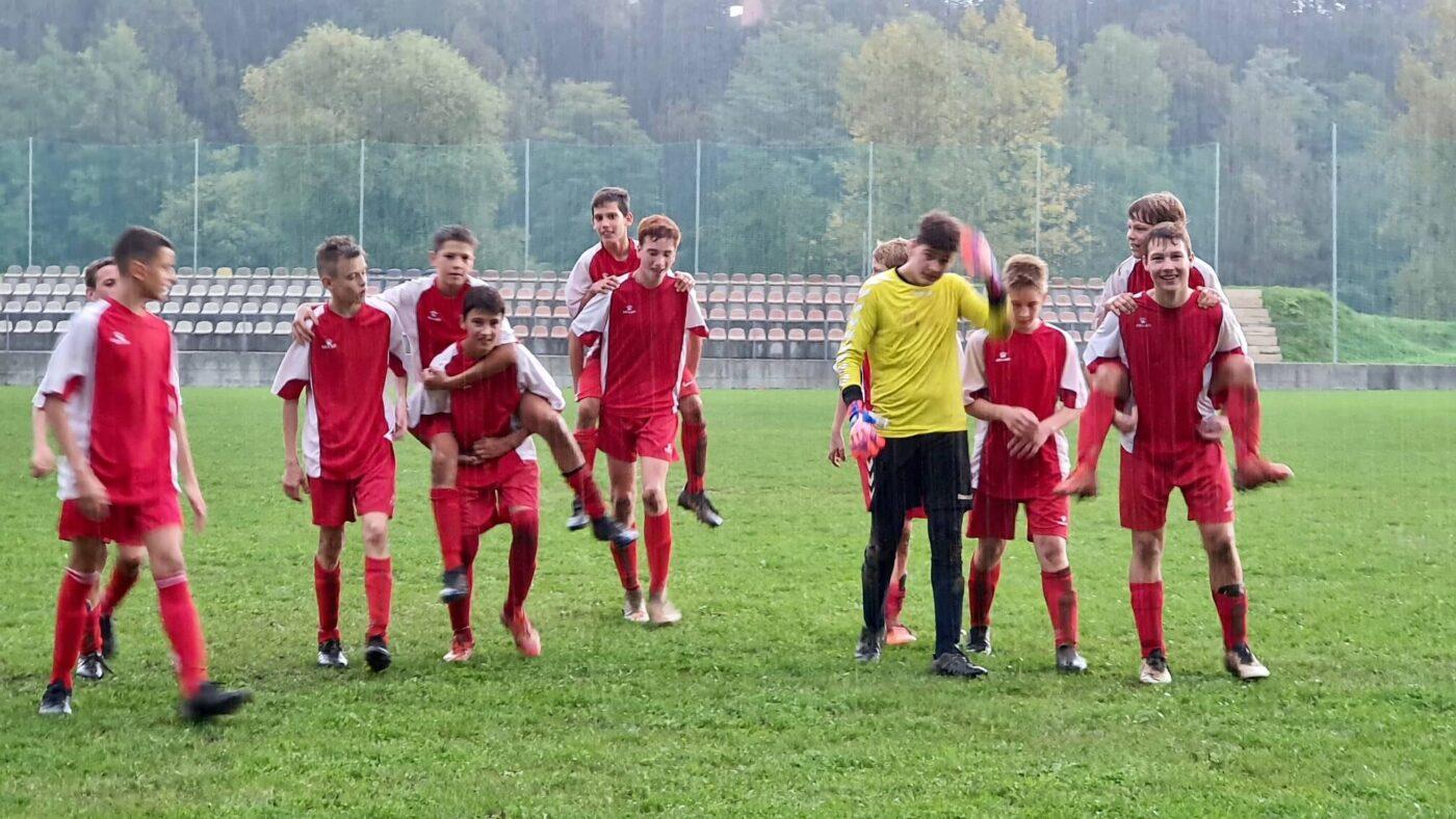 Rdeči slavijo zasluženo zmago. Čestitke!